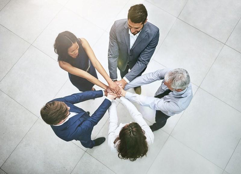 同一个团队﹒同一个梦想—便民服务中心开展团队拓展